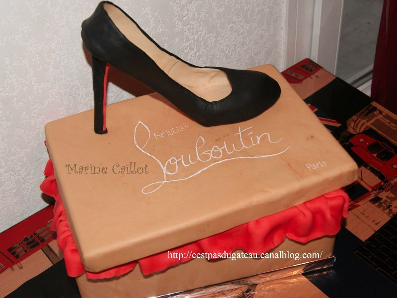louboutin boite en carton gateau afunnymoment. Black Bedroom Furniture Sets. Home Design Ideas